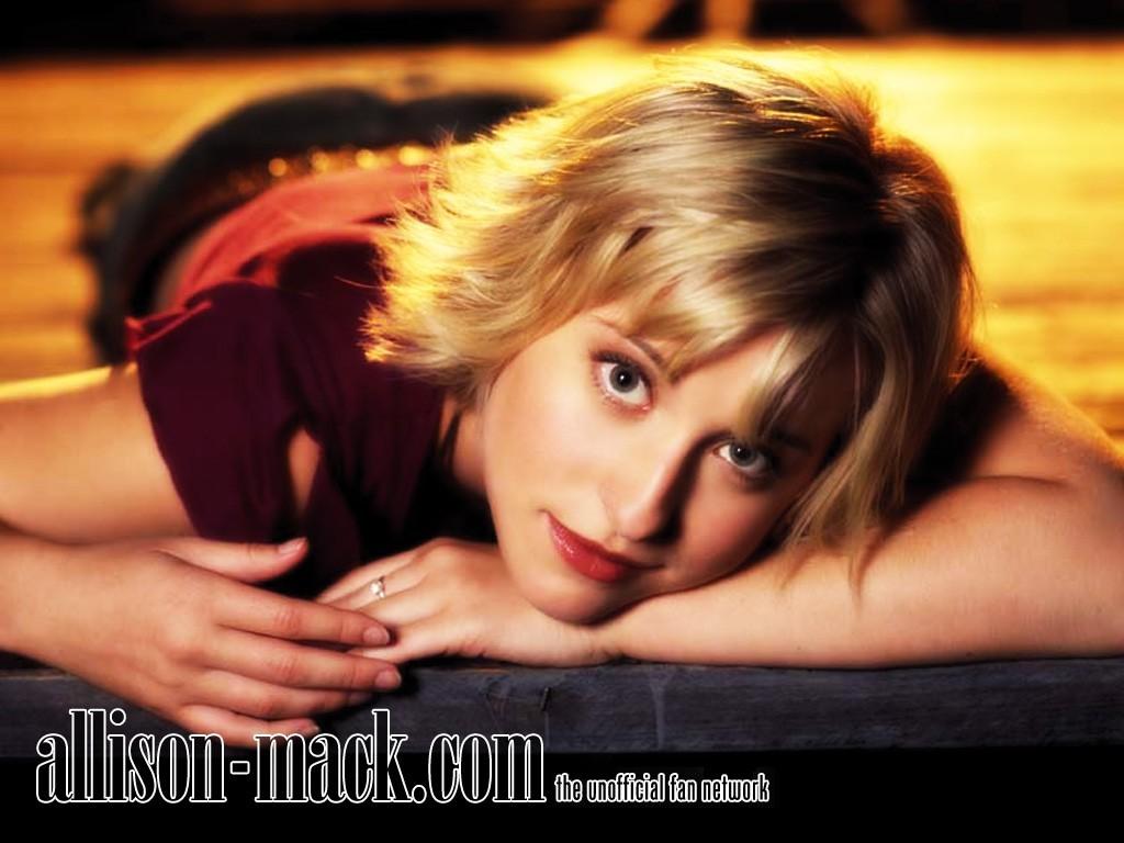 Allison Mack Hot
