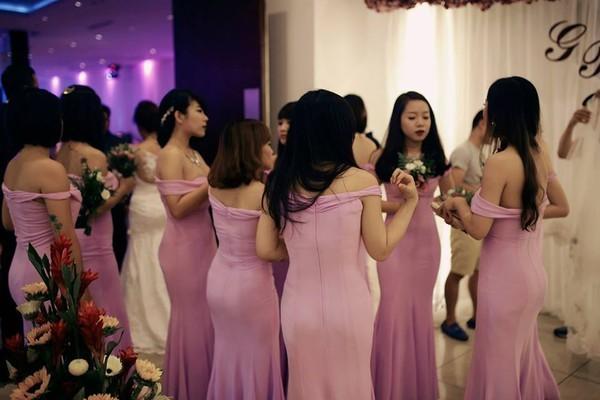 Toát mồ hôi trước sự gợi cảm của nhóm phù dâu chuẩn hot girl