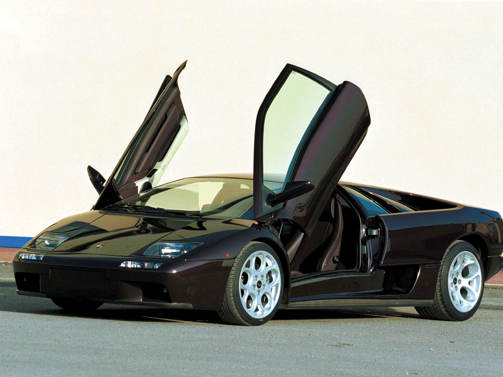luxury lamborghini cars lamborghini diablo. Black Bedroom Furniture Sets. Home Design Ideas
