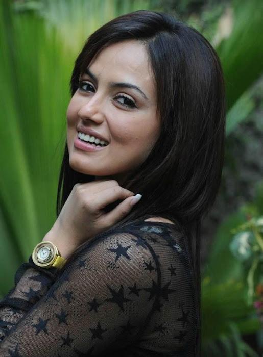 sana khan close up unseen pics