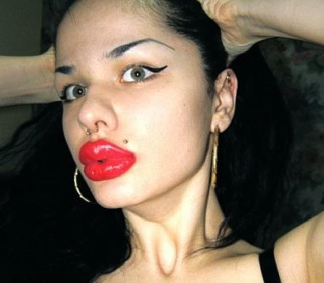 Wanita dengan bibir paling tebal
