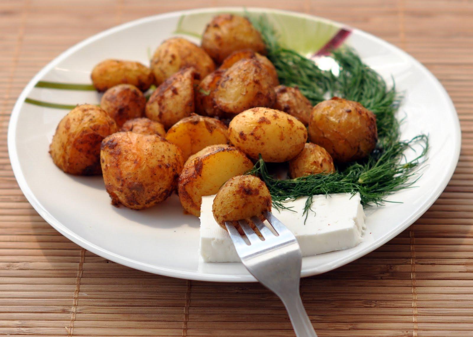 Пресни картофи на фурна с подправки