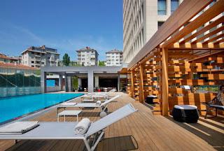le-meridien-istanbul-etiler-otel-açık-yüzme-havuzu