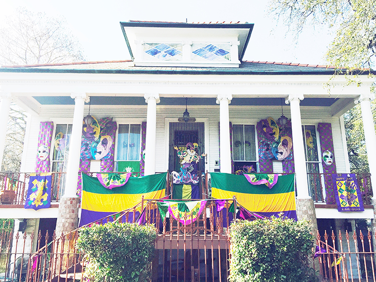 new orleans house decorated for mardi gras