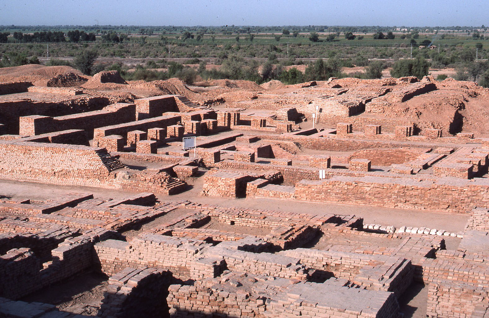 mohen jo daro We need to remember that whatever we do know about mohenjo daro is perhaps as much an imagination of the historian as that of a filmmaker who depicts it in visual terms.