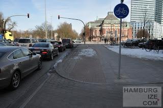 """Radweg-""""Winterdienst"""" Holstenstraße / Johannes-Brahms-Platz"""