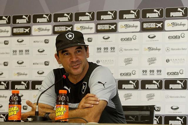 Ricardo Gomes projeta um segundo turno complicado e pede que ritmo continue progredindo (Foto: Vitor Silva/Botafogo FR)