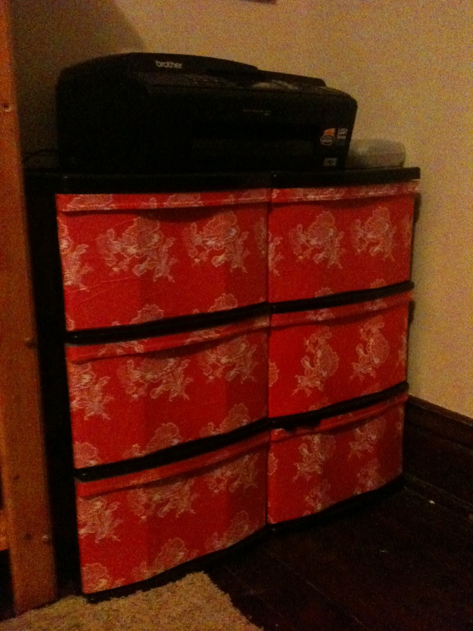 Gettin 39 domestic diy wrapping paper mod podge plastic drawers for Diy plastic