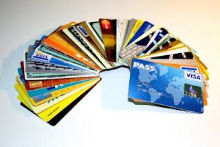 Cartões de crédito formando um leque.