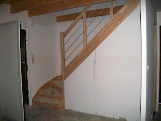 Une maison bois santec cloison sous l 39 escalier - Fabriquer un meuble sous escalier ...