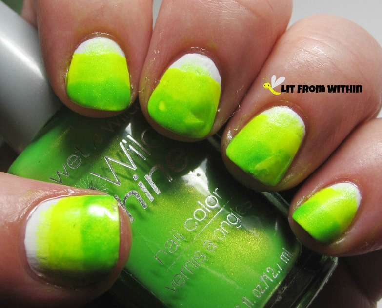 From the same Wet 'n Wild collection, I sponged on Nerd-Alert: Screech as a gradient.