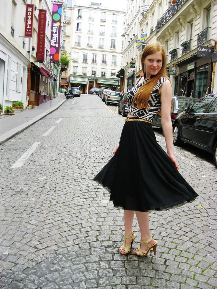 Fashion Blogger Outfit Aztec Crop Top Feather Earrings Paris