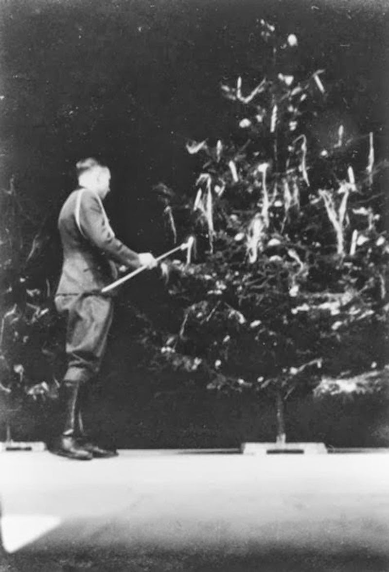 Christmas 1944: Karl Höcker lights the candles of a Christmas tree.