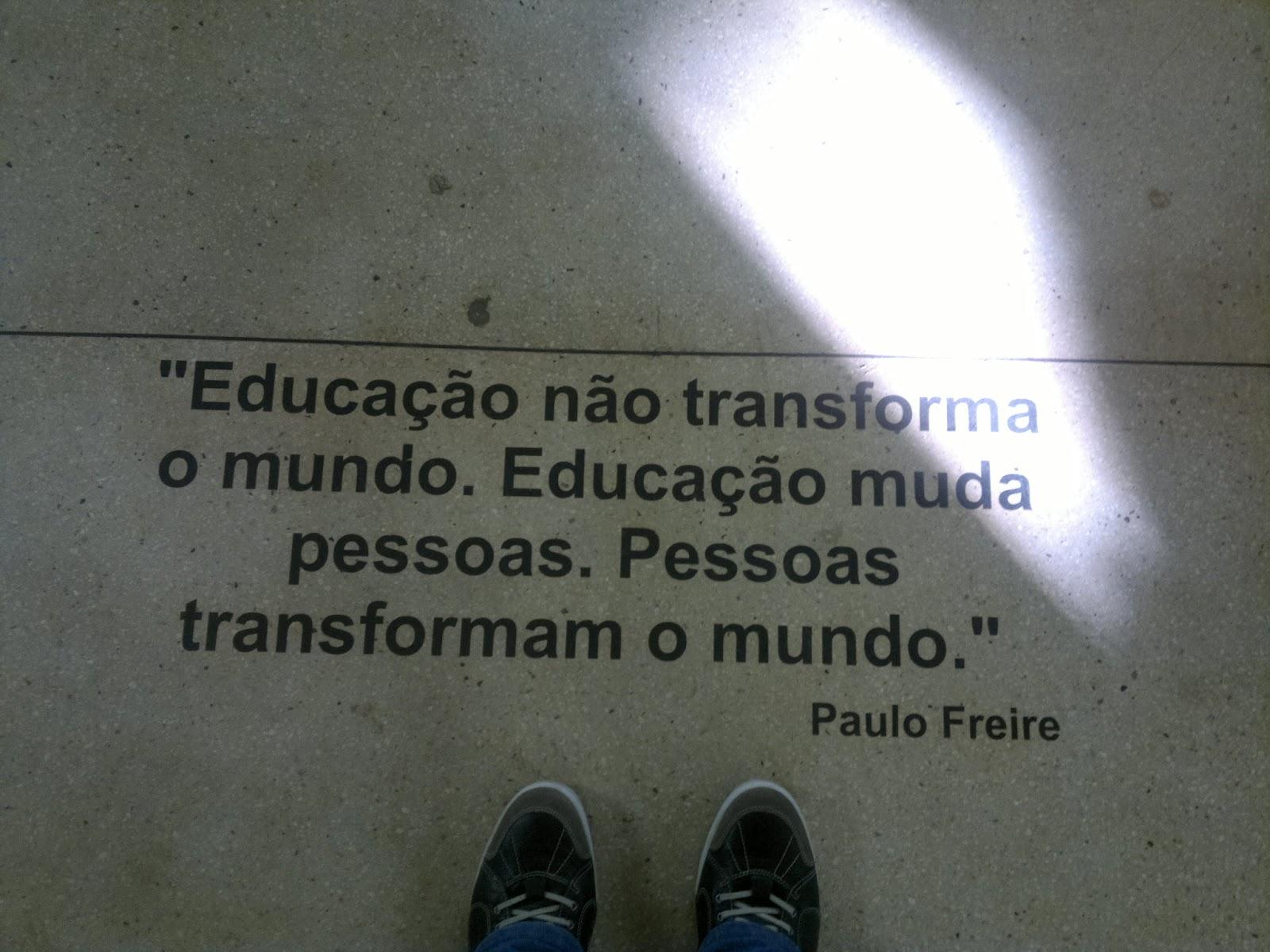 Paralelo Amarelo E Quando Vi Tinha Uma Frase Do Paulo Freire