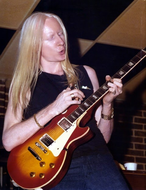 ADDIO A JOHNNY WINTER, IL BLUESMAN ALBINO.