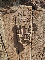 Inscripció a la clau de la portalada de la Perera