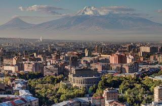 La capital de Armenia, Ereván y el Monte Ararat al fondo