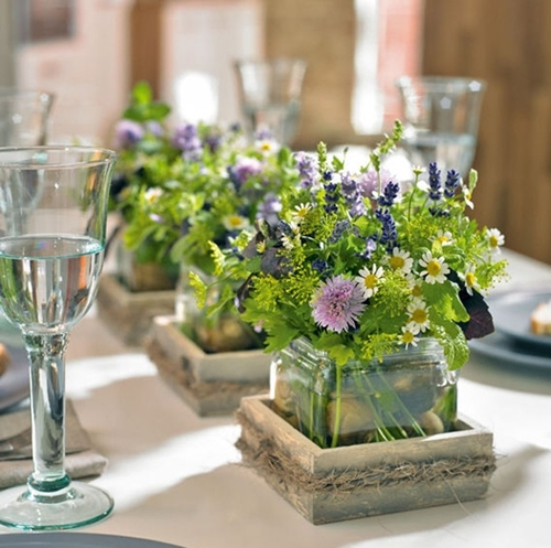 dukning midsommar, blomsterdekorationer midsommar, bordsdekorationer midsommar, midsummer table, flower decorations midsummer