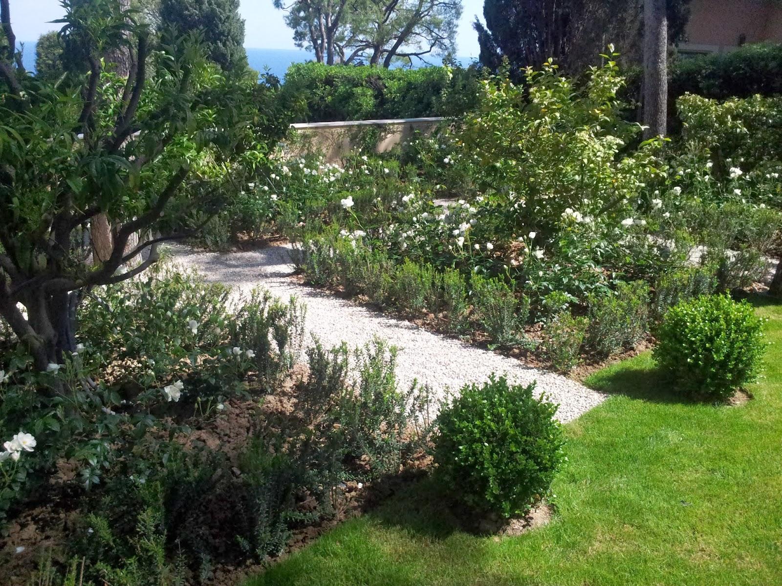 Garden design by atelier nelumbo paysagiste saint paul de for Architecture paysagiste