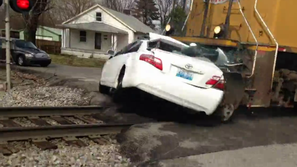 Car - Train Collision in Louisville, Kentucky. 2 Died and 2 Injured