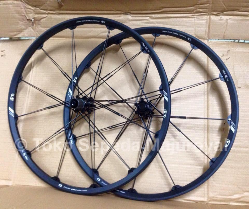 "Wheelset 27,5"" atau 26"" Crankbrothers Iodine2 Black"
