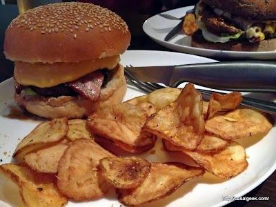 Está Chovendo Hambúrguer - Full House Pub