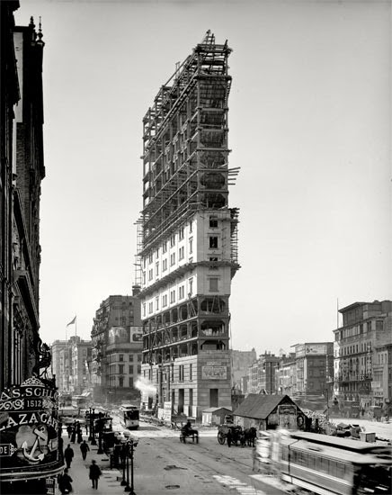 The-New-York-Times-building-under-construction-in-1903