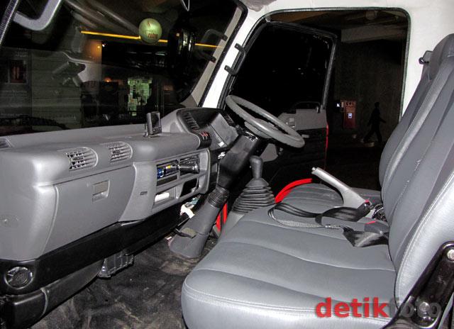 Foto Desain Interior Minibus Buatan Indonesia Seharga Rp.900 Juta Per Unit