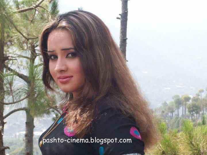Pashto Nadia Gul Kissing