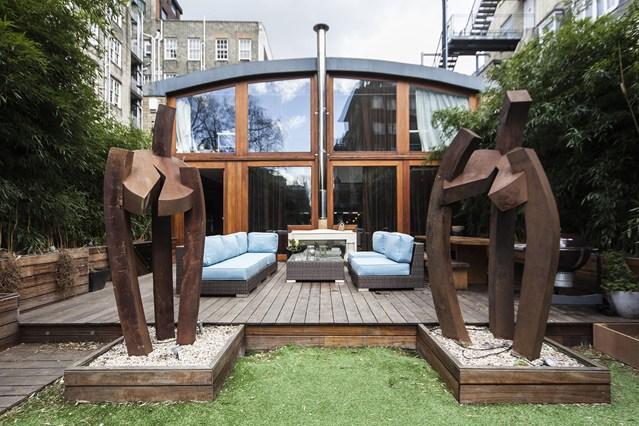 Jardín con esculturas