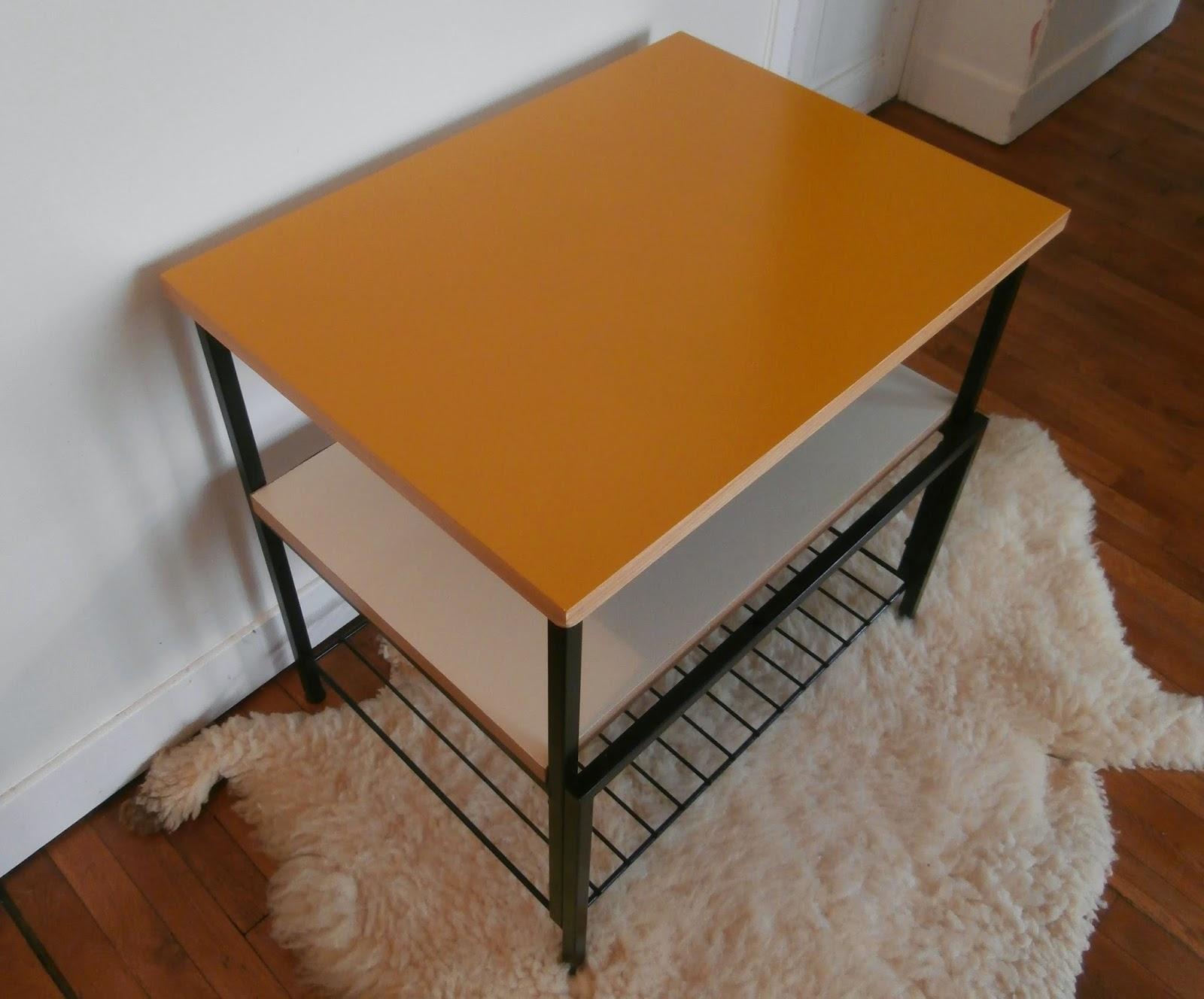 dur e de vie ind termin e table double plateau et porte revues en m tal. Black Bedroom Furniture Sets. Home Design Ideas
