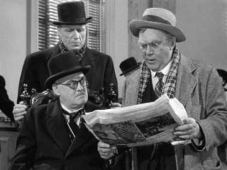 Thomas Mitchell reading to Lionel Barrymore Its a Wonderful Life 1946 movieloversreviews.blogspot.com