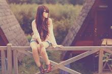 No dejes que nadie sea tu todo porque cuando se valla no te quedará nada.#