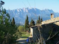 Can Noguera amb Montserrat al fons