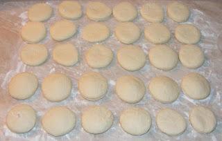 preparare gogosi pufoase de post umplute cu gem dulceata sau magiun, gogosi cu cana preparare, retete culinare, aluaturi si cocaturi, retete patiserie, reteta gogosi umplute, retete de post,