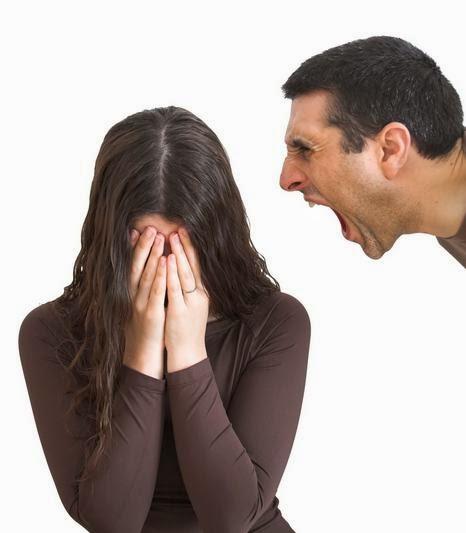 لماذا يصبح زوجك فجأة عدوانياً وحاد الطباع - رجل عصبى يصرخ عدوانى - aggressive man abuse woman