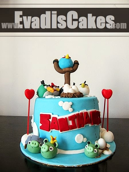 Full view picture of Angry Bird cake