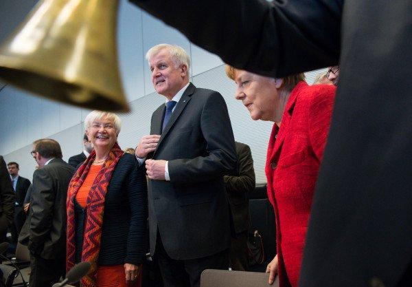 Merkel total überfordert: Kanzlerin stürzt Deutschland ins Chaos