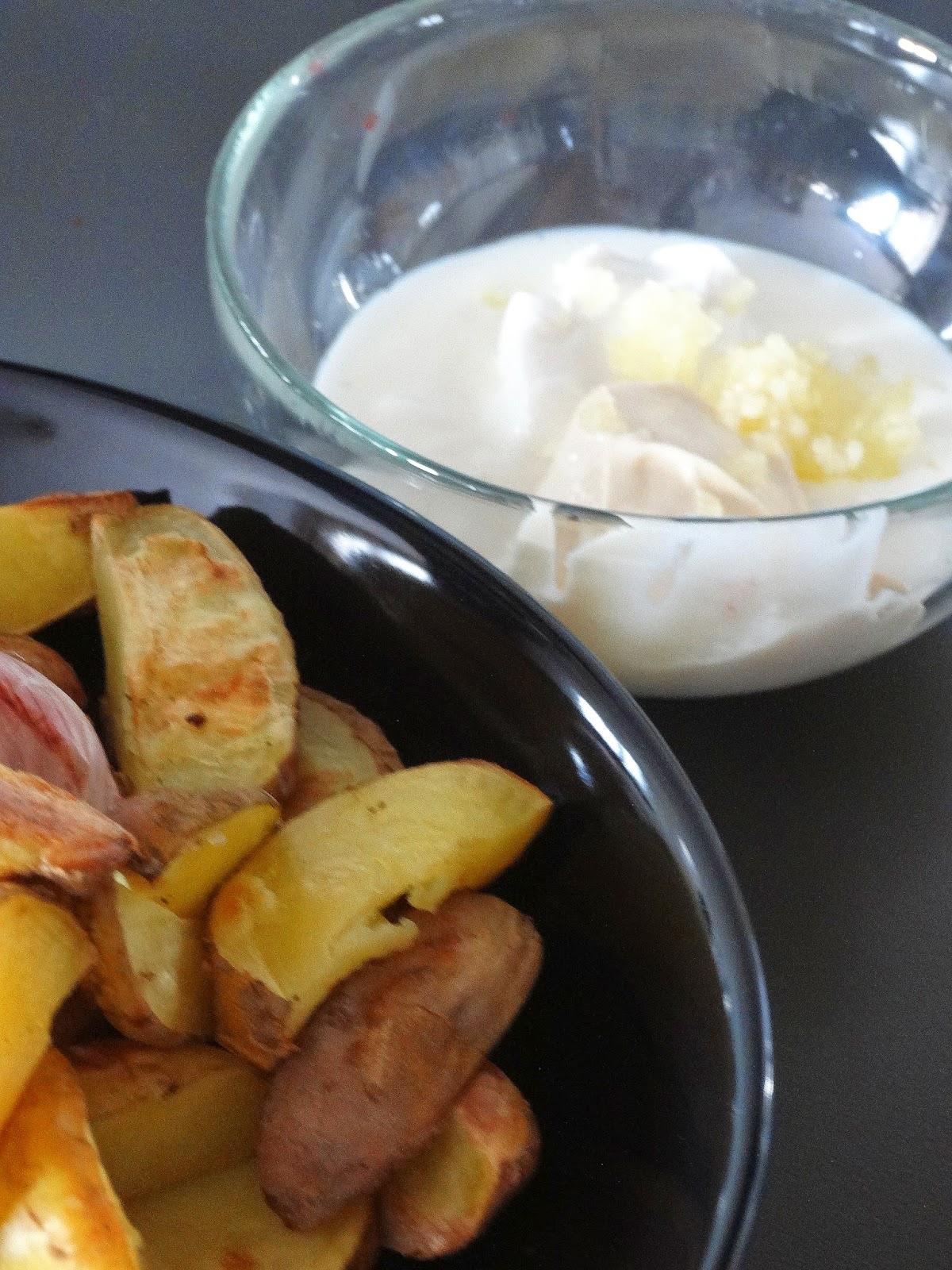 ziemniaki, czosnek, sos czosnkowy, jogurt, twarożek kozi