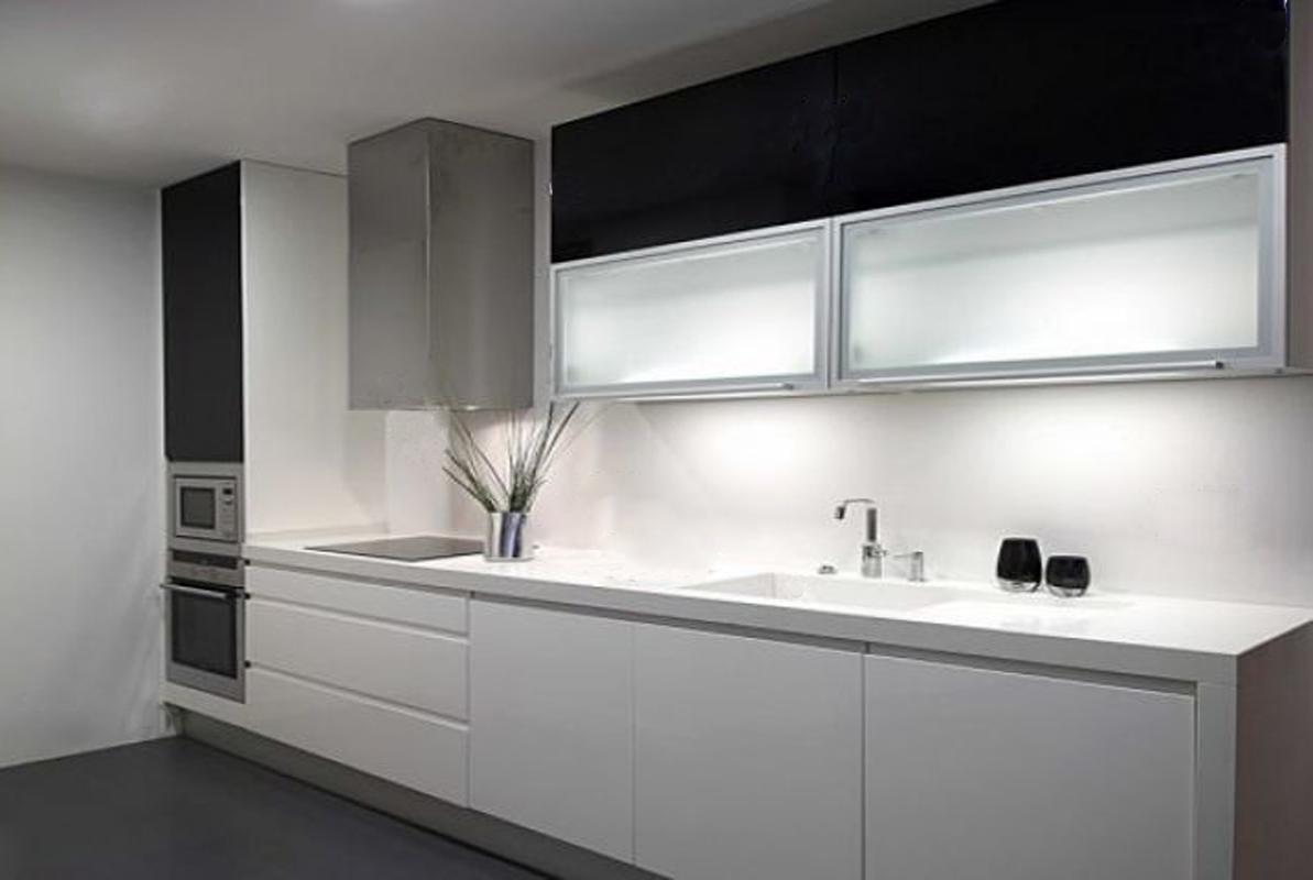 Decoraci n y arquitectura ba o y cocina en blanco y negro for Cocinas y banos decoracion