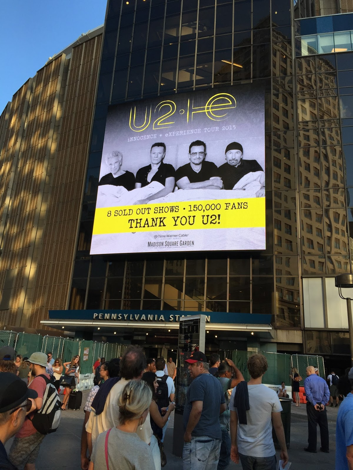 i resisted seeing u2 for a while after having such an amazing experience seeing them under the brooklyn bridgeand im glad i waited until last night - U2 At Madison Square Garden