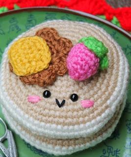 http://amigurumifood.blogspot.com.es/2014/01/pancakes-amigurumi-free-pattern.html