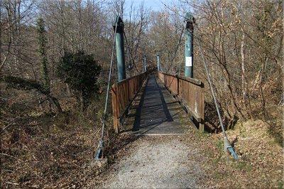 Coqueto puente sobre el Baias