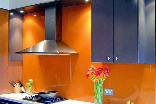 kính màu trang trí bếp