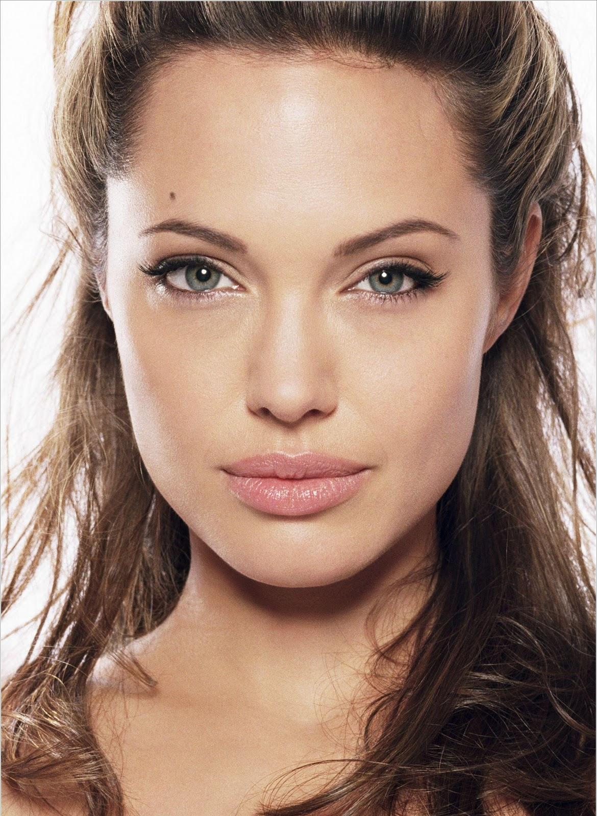 http://4.bp.blogspot.com/-fnTQIsv40xc/UMN-zbNNR6I/AAAAAAAABkQ/dZULHCw7fos/s1600/Angelina+Jolie+Lips+Pics.jpg