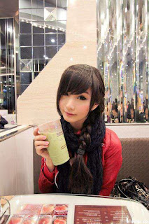 hot-Chinese-facebook-chick-in-coffie-bar-cute-picture