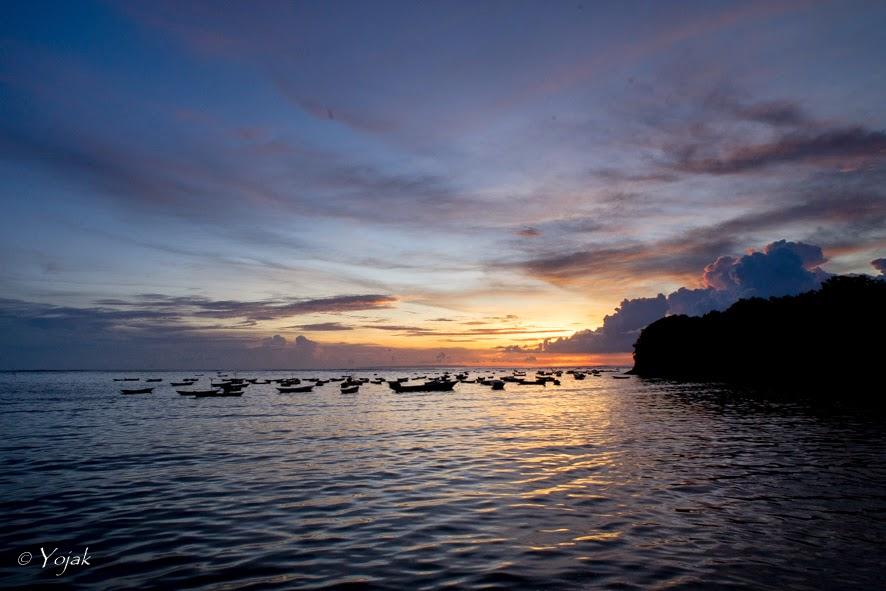 coucher de soleil sur Lembongan et les champs d'algues