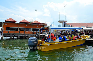 Boat to Gaya Island