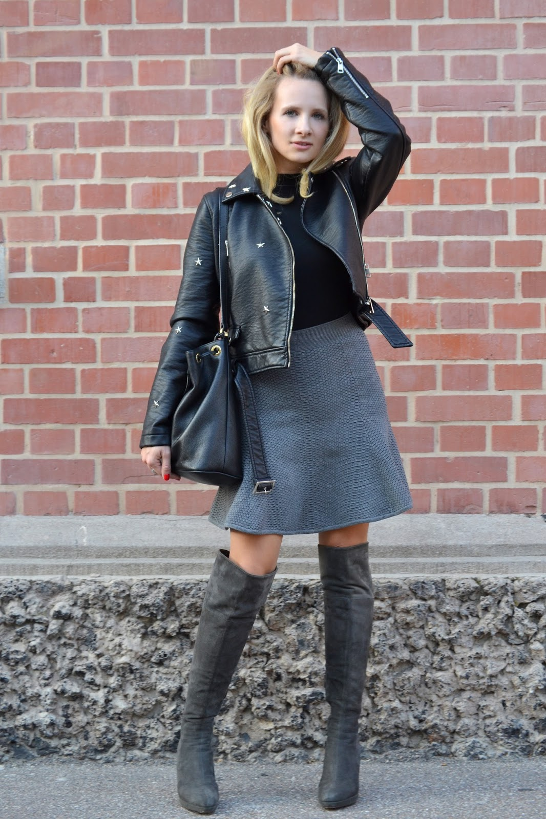 outfit stuart weitzman overknees sandro paris skirt melina alt. Black Bedroom Furniture Sets. Home Design Ideas