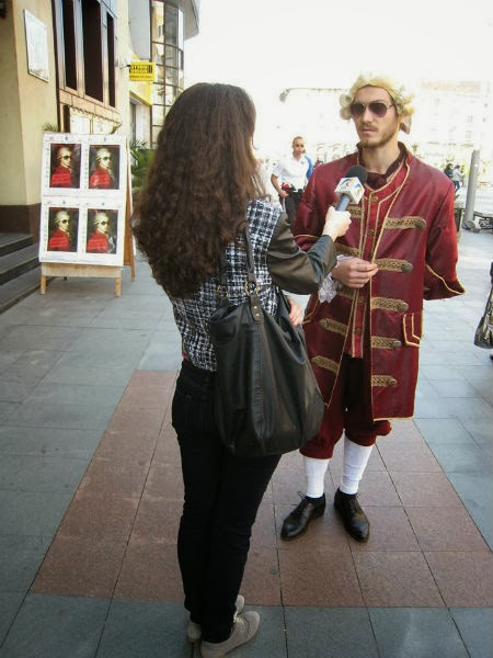 Mozart te asteapta